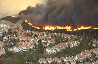San Diego's terrain makes fighting fires difficult